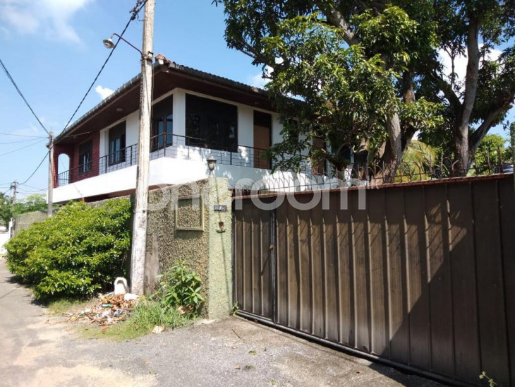 4 Bed Room upstairs House for Lease in Mahabage for sale in Gampaha